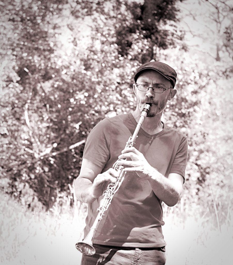 Tithouan musicien multi instrumentiste clarinette turque fanfare eourres fête du vélo 2017
