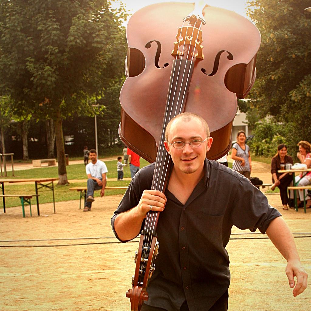 Tithouan musicien multi instrumentiste contrebasse alsace kenjo